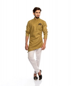 S9 Men Royal Tan Colored Kurta Pyjama Set With Printed Pocket Square & Stylish Brooch